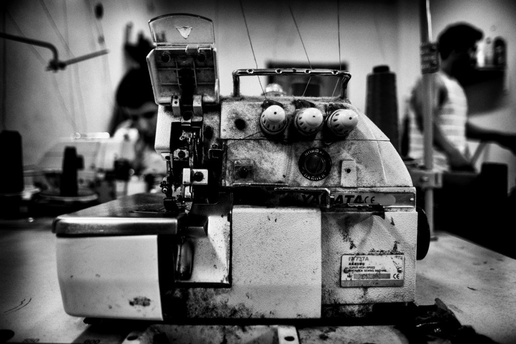 Lorsque Luis a ouvert son atelier, il n'avait pas les machines nécessaires pour répondre à la demande, mais les autres ateliers les lui ont prêtées. Le soutien mutuel est très présent dans tout l'immeuble.