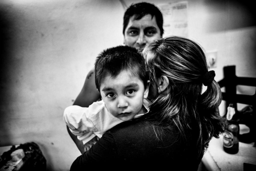 Luis, sa fiancée et leur petit de 2 ans. Luis est également père de deux filles, dont une de 20 ans qui vit au Pérou et qu'il ne voit presque jamais.